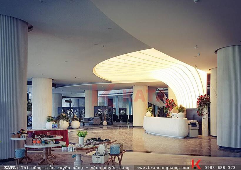 Trần xuyên sáng khách sạn