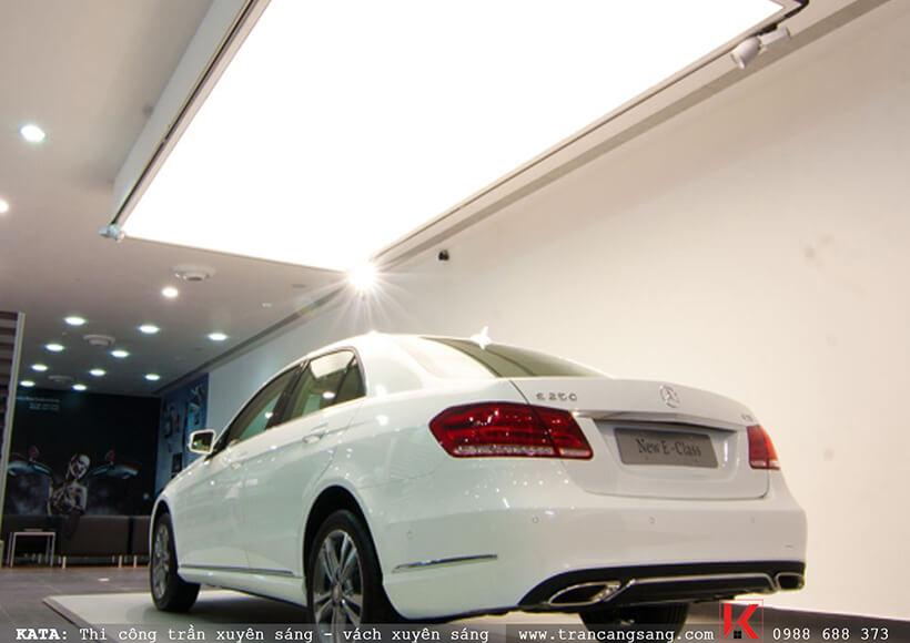 trần căng sáng trắng gara ô tô